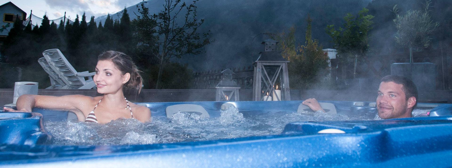 Abschalten und entspannen im Brunnenhof Outdoor Whirlpool